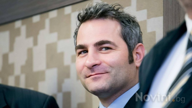 Любомир Стефанов: Политиците ни са вкопчени в махленска свада