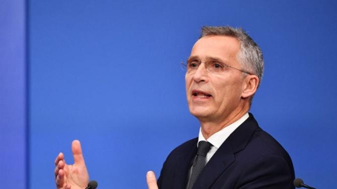 НАТО: Не трябва да се боим да говорим с Русия
