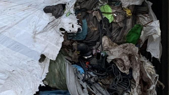 Прокуратурата се зае със загробените опасни отпадъци край Червен бряг
