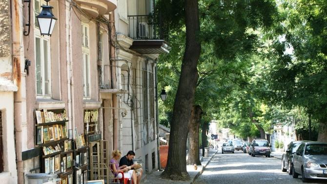 Община Пловдив продължава да облагородява улици и междублокови пространства в