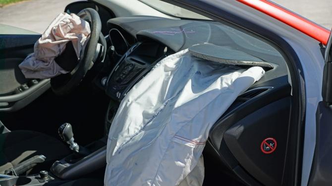 Кола с газова уредба се самозапали на входа на първото