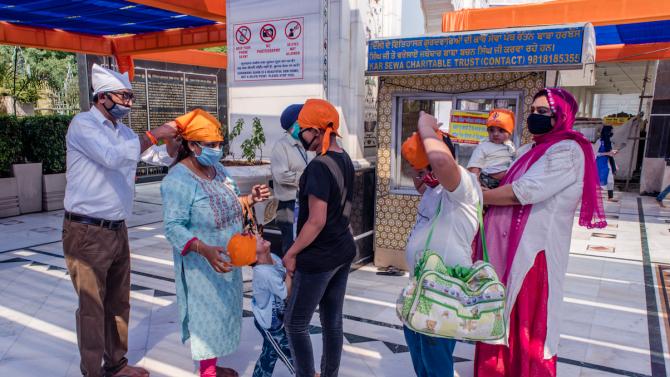 Броят на потвърдените заразявания с коронавирус в Индия надхвърли 600