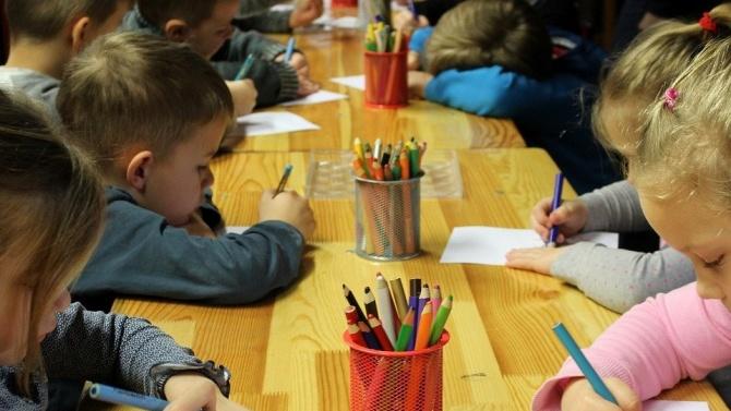 Дете на 4 години, посещаващо детска ясла в Кюстендил, е