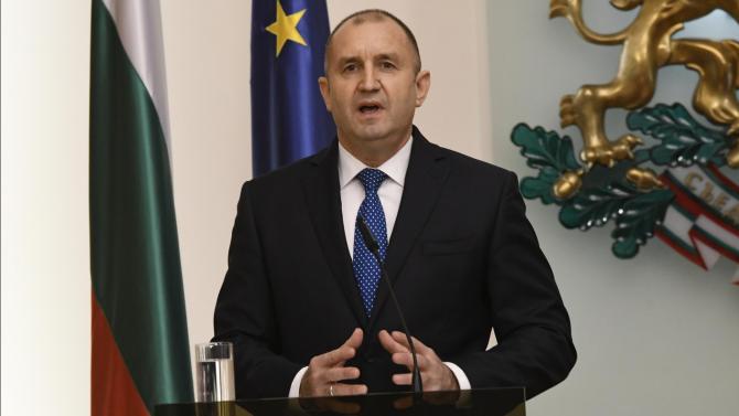 """Радев призовава прокуратурата да публикува незабавно целия му """"чат"""" с Пламен Бобоков"""