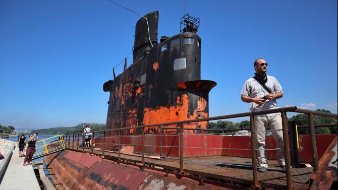 Последната българска подводница, която беше транспортирана в Белослав, за да
