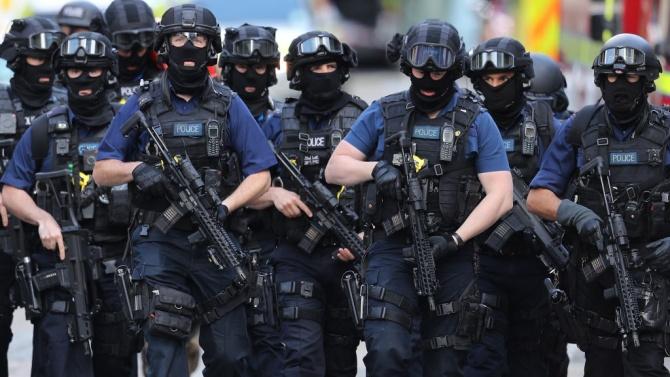Масови арести във Великобритания след разбиване на криптирана мрежа за комуникации, използвана от организирани престъпни групи