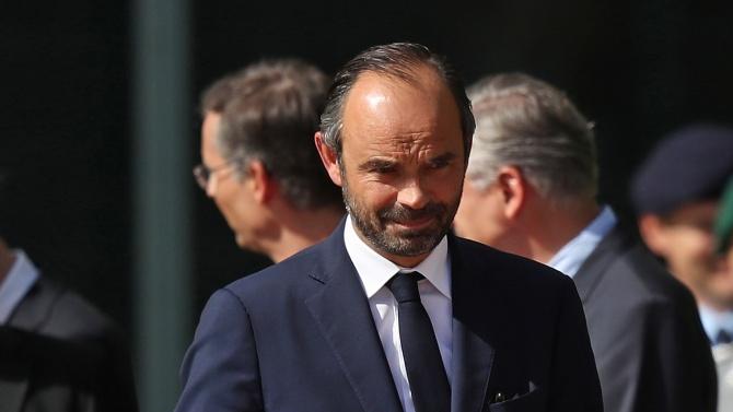 Френският премиер хвърли оставка