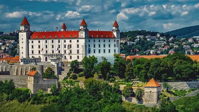 Словакия въведе нови мерки относно пристигащи от България граждани