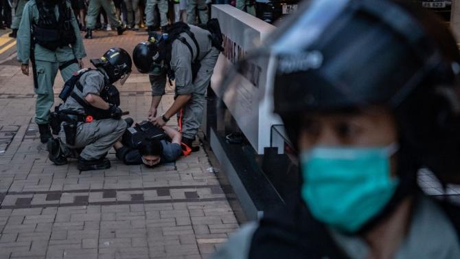 Хонконгските власти повдигнаха първото обвинение по новия закон за националната