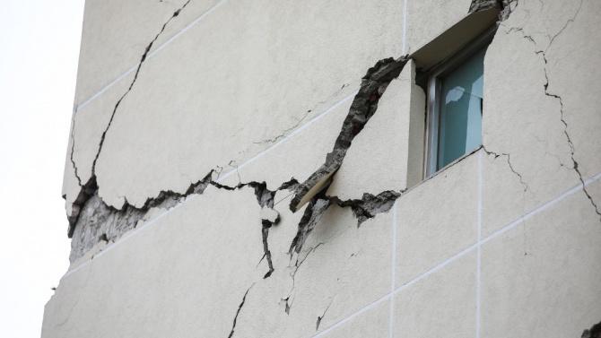 Два последователни силни земни труса разлюляха днес асоциираната със САЩ