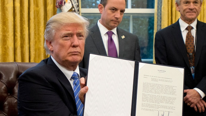 Доналд Тръмп удължи програмата за помощ за малкия бизнес