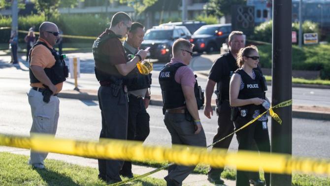 Двама души са били убити и осмина - ранени при