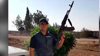 Майката на мъжа, обвинен в тероризъм: Снимките на сина ми са просто поза