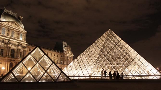 Лувърът в Париж отвори врати за посетители след три месеца