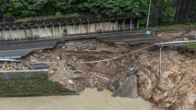 Най-малко 50 души са загинали на югозападния японски остров Кюшу