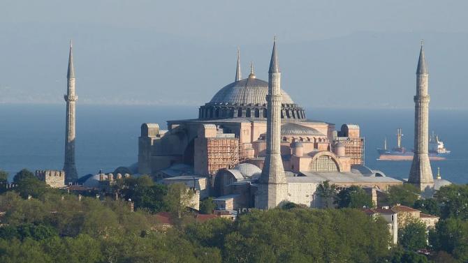 """Продължават острите реакции срещу искането църквата """"Света София"""" в Истанбул"""