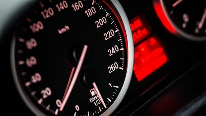 Пълна лудост! Джигит кара с 300 км/ч на Околовръстното в София
