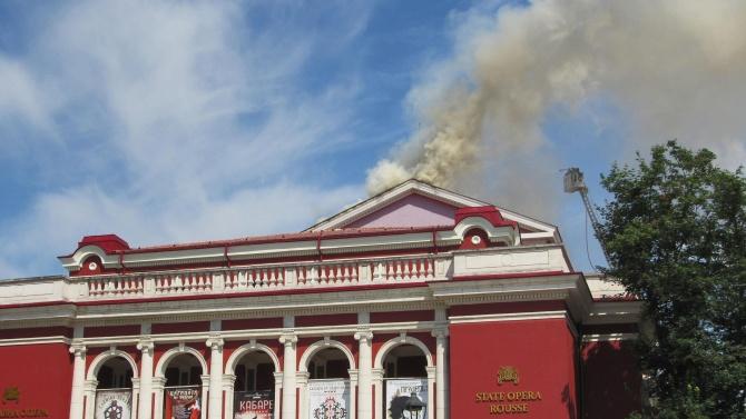 Началото на ремонта на покрива на Русенската опера, който изгоря