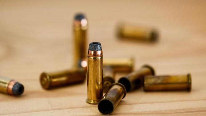 """Открити са боеприпаси до контейнер за смет в комплекса """"Братя"""