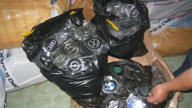Митнически служители на ГКПП Капитан Андреево задържаха контрабандни емблеми на