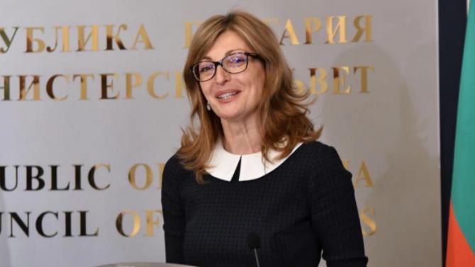 Вицепремиерът и министър на външните работи Екатерина Захариева заминава на