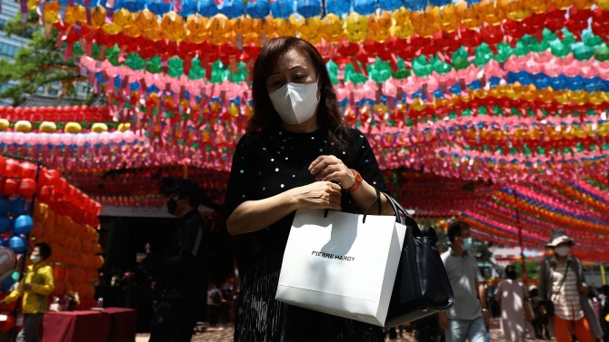Южнокорейските медици регистрираха за денонощие нови 50 заразени с коронавируса