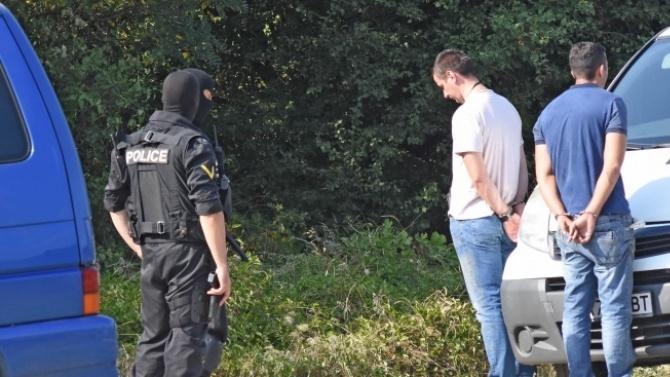 Трима са задържани с наркотици през изминалото денонощие. Това съобщиха