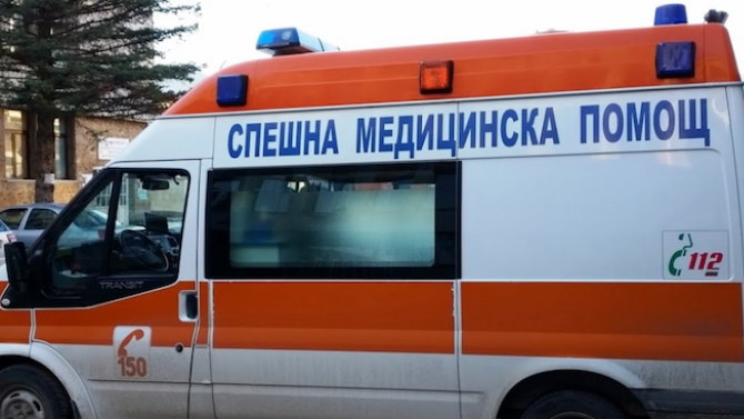 Автобус спря рязко, възрастна жена е ранена