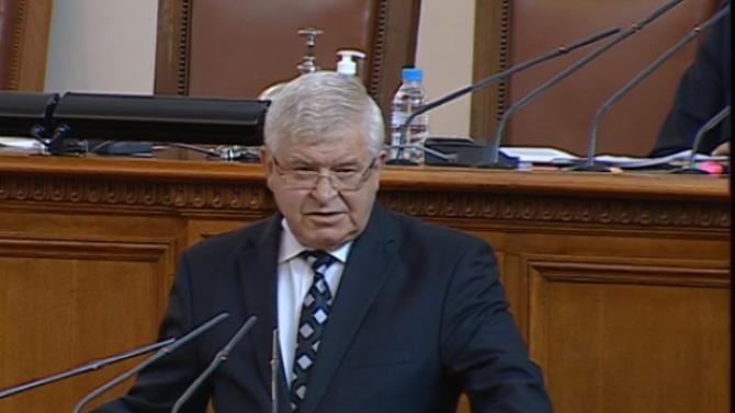 Кирил Ананиев: Реагираме съвсем адекватно на ситуацията с COVID-19