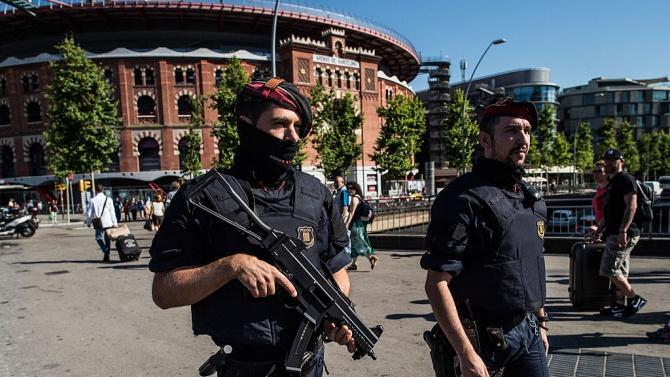 Националната испанска полиция е разбила три организирани престъпни групировки (ОПГ),