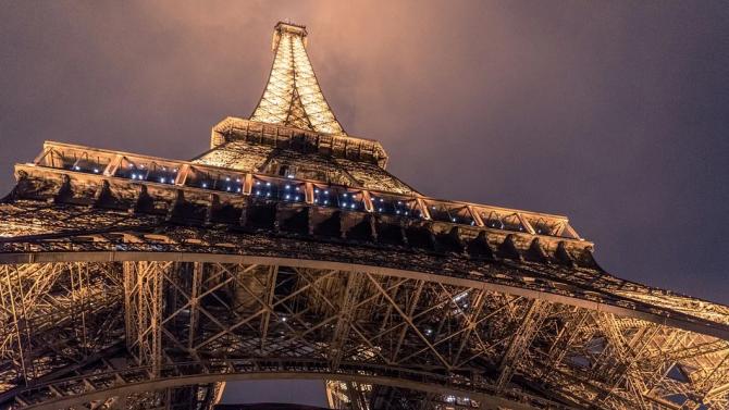 Айфеловата кула отваря терасата си за партита