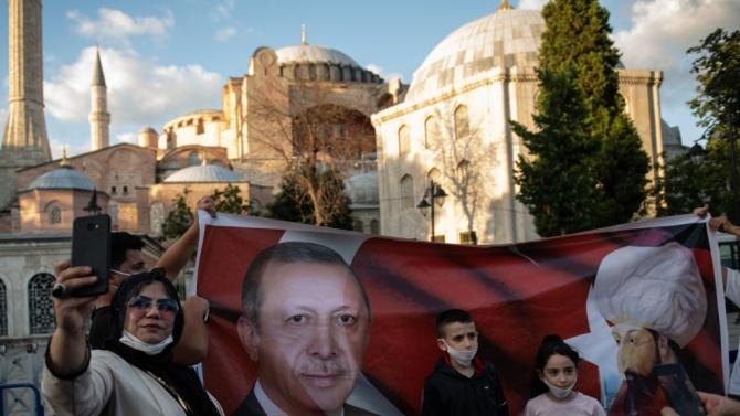 """ЕС съжалява за решението на Турция да превърне храма """"Св. София"""" в джамия"""