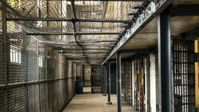 Калифорния ще пусне 8000 затворници, за да забави пандемията от COVID-19