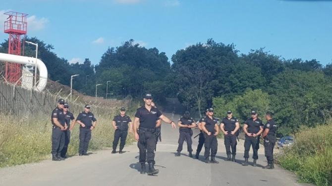 """Масово струпване на симпатизанти на ДПС в """"Росенец"""""""