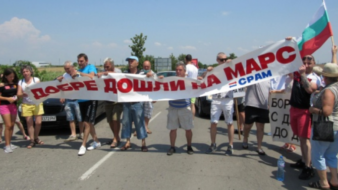 Протестиращи блокираха днес пътищата Русе-Варна и Русе-Кубрат. Причината за недоволството