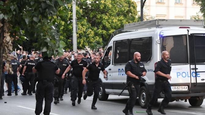 """СДВР разпространи записи от протестите снощи. """"До последно полагахме усилие"""