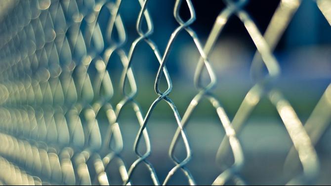 Калифорния ще освободи най-малко 8000 затворници предсрочно от щатските затвори,