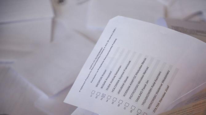 Поляците ще гласуват днес на втори тур на изборите за