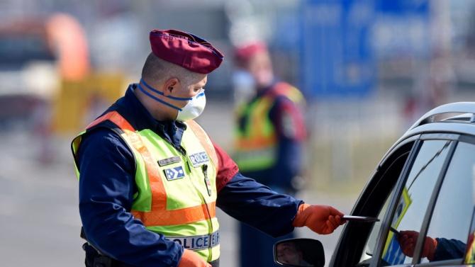 Унгария въвежда гранични проверки и карантина