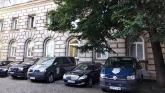 Спецпрокуратура, Военна прокуратура и СДВР влязоха в Президентството