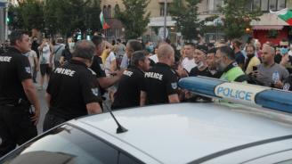 ГЕРБ: Ултраси и платени провокатори нападнаха симпатизантите ни