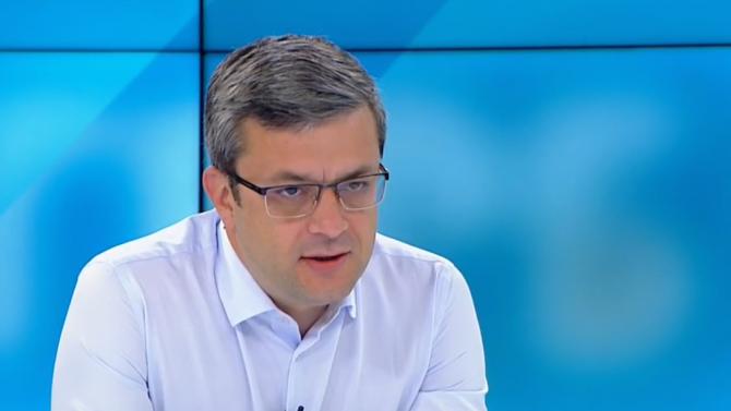 Тома Биков: Площадът може да изразява мнение, но не може да управлява