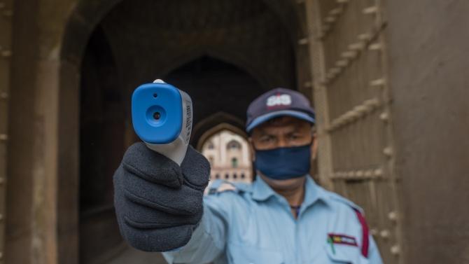Новите случаи на коронавирус в Индия са над 28 000 за денонощие