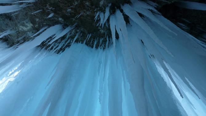 Момче загина, ударено от откъснала се скала, до входа на известна ледена пещера в Австрия