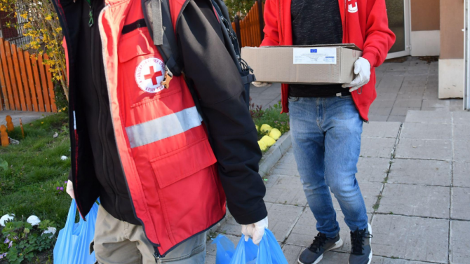БЧК дари на Софийска област храни, Илиан Тодоров ги дава