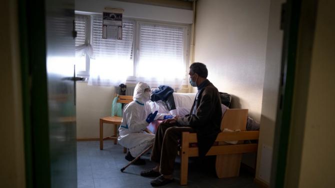 Френското правителство и медицинските профсъюзи одобриха план за увеличение на