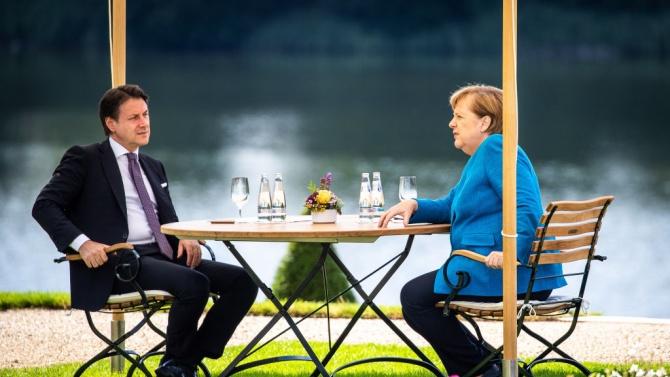 Канцлерът на Германия Ангела МеркелАнгела Меркел - германски политик, канцлер