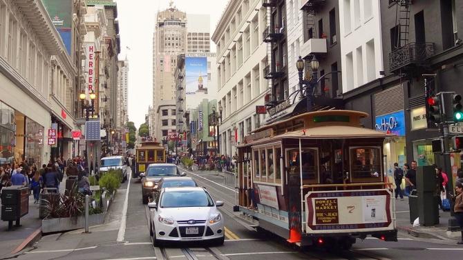 Калифорния отново затвори барове и ресторанти