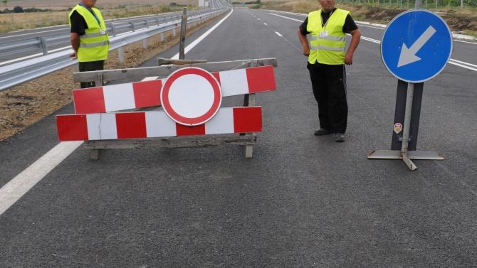Пътни експерти извършат инспекция на мястото на тежката катастрофа на