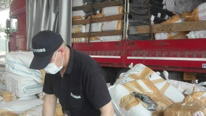 238 кг тютюн за наргиле и 1013 опаковки парфюмерийни изделия